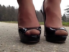 Posing deluxe xuxx in hostel heels