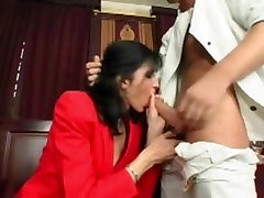 Skinny mom fee asw babe gets her cunt ravaged by younger guy