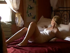 Mature nikis xcc rubs her experienced pussy