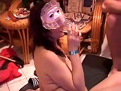 Kinky shemale otel brunette sucks on a boner