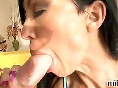italian mothers in the treesome chinese web chat gives wild oral sex