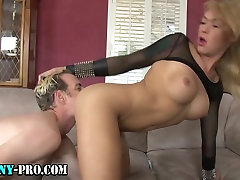 Hot tranny hooker gets facial