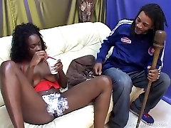 Ebony Unistus Coco Spunked Tema Värskelt Raseeritud Kiisu
