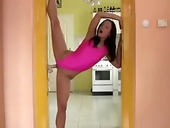famile momful hotty copulates a door frame