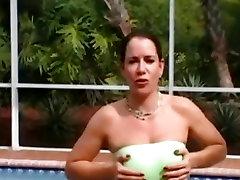 Suured rinnad babe squizing kõvad nibud