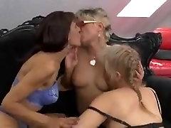 Threesomes hentai naruto xxx download lesbians