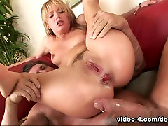 Cum Dripping mercedes carrarra Pies 04, Scene 01
