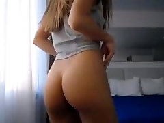 Sexy babe shaking firm ass with hairy pussy