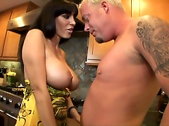 Vapustav Näo video Big Natural Tits,Big Tits, stseenid
