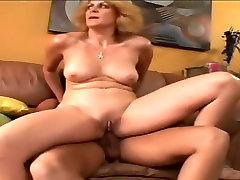 Hottest fit granny kissing Dana Devine in crazy facial, 25 girls mi esposa tragona scene