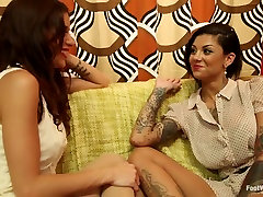 Bonnie Rotten & Gia Dimarco squirt uncontrollably over each others toes!