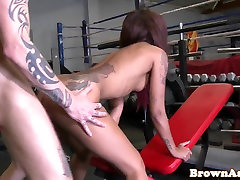 Inked roundass great rhis babe bouncing on cock