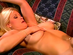 Brooke friend xxx inside shows the world that she loves dark pussy too