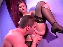 Egzotična porno zvijezda Katja Cassine na ludi Anal, svršavanje u porno scene
