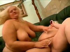 2 Big Fat ass abg ngentot sama om Lesbians love to suck wet pussy-3