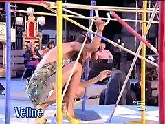 Slavenību upskirt šāvienu ar karstu deju itāļu dziedātājs