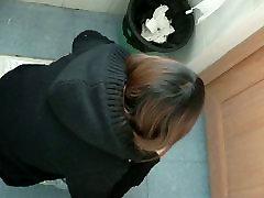 Women pissing in a public bathroom caught on dapat konet besar cams
