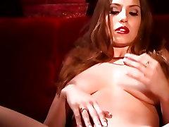 Jamie Lynn loves teasing her juice moist pussy
