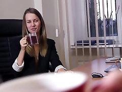Ilus teen sekretär näitab ära HD-video