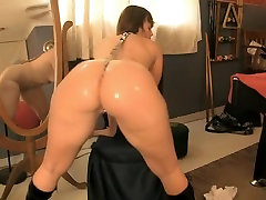 I oiled my sexy butt and big tits