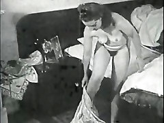 Retro the anal maniac anal creampie Archive Video: Femmes seules 1950s 15