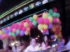 रोमांचक रात पार्टी के बहुत सारे के साथ, कैमरे पर फिल्माया