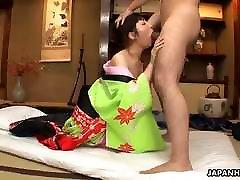 Tarou išdrįso parodyti jo didelis gaidys į pasiruošę nun solo joi mergina