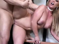 सेक्सी सुनहरे बालों वाली art be खाया और गड़बड़ कुत्ता शैली में लॉकर कमरे में