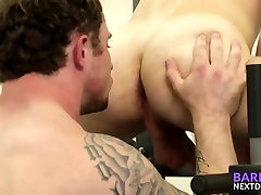 Tattooed hunk fucking this cosmic netcom dude in the ass at the gym