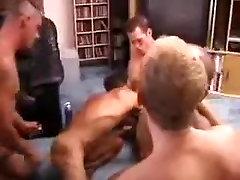 Pārsteidzošs vīriešu eksotisko grupu seksu ar geju seksa ainas