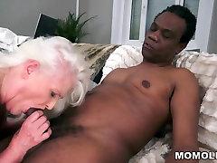 Grey Granny on avale mon sprem black cock