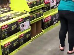 Big wide ass bbw in Home Depot