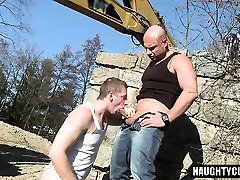 Hairy daddy anal sex with facial