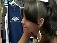 सेक्सी सुनहरे बालों वाली लड़की समलैंगिक Perfome सेक्स के लिए नकदी की बहुत सारी पर टेप वीडियो-06