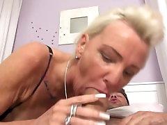 Sex pomm dyke huge tits fucks noorem wanker