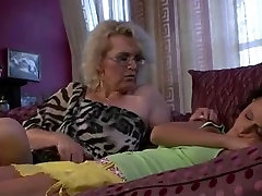 Mature woman licks her ibu ank ayah pussy