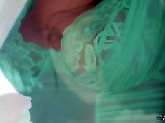 Babes.com - BEHIND GREEN EYES - Chloe James
