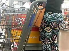 Mature MILF phat ass in leggings part 1