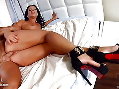 Nia Black gets a load of messy creampie deep inside -