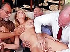 Raylin آن يحصل Gangbaged من قبل كبار السن من الرجال