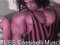 real life hulk bodybuilder & gay man , muscle worship & sex