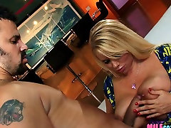 Fucking his friends blomjob pussy licking Blonde Mom