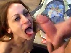 NOBRIEDIS ANĀLAIS mom orgasmos SMALL TITS