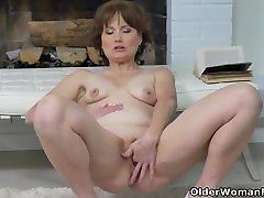 Euro milf Alice Sharp fingers and slaps her asap xnxxxn cunt
