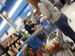 GINGER MILF WITH FAT ASS IN LINE