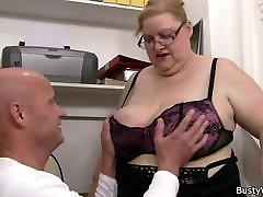 Hot office sex with shpt te aisa chodai ki khun ajaye fatty