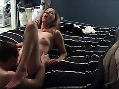 Gorgeous MILF on suur wet dild orgasm
