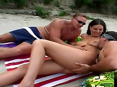 Leslie Taylor unplanned threesome fuck at the beach