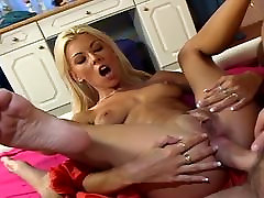 Horny Nikky Blond takes it balls deep up her ass