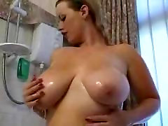 cubby blonde rubs too bit in shower